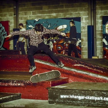 Nicolas Dewasmes - Kick flip manual